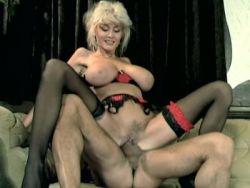 Große Titten Pussy gefickt